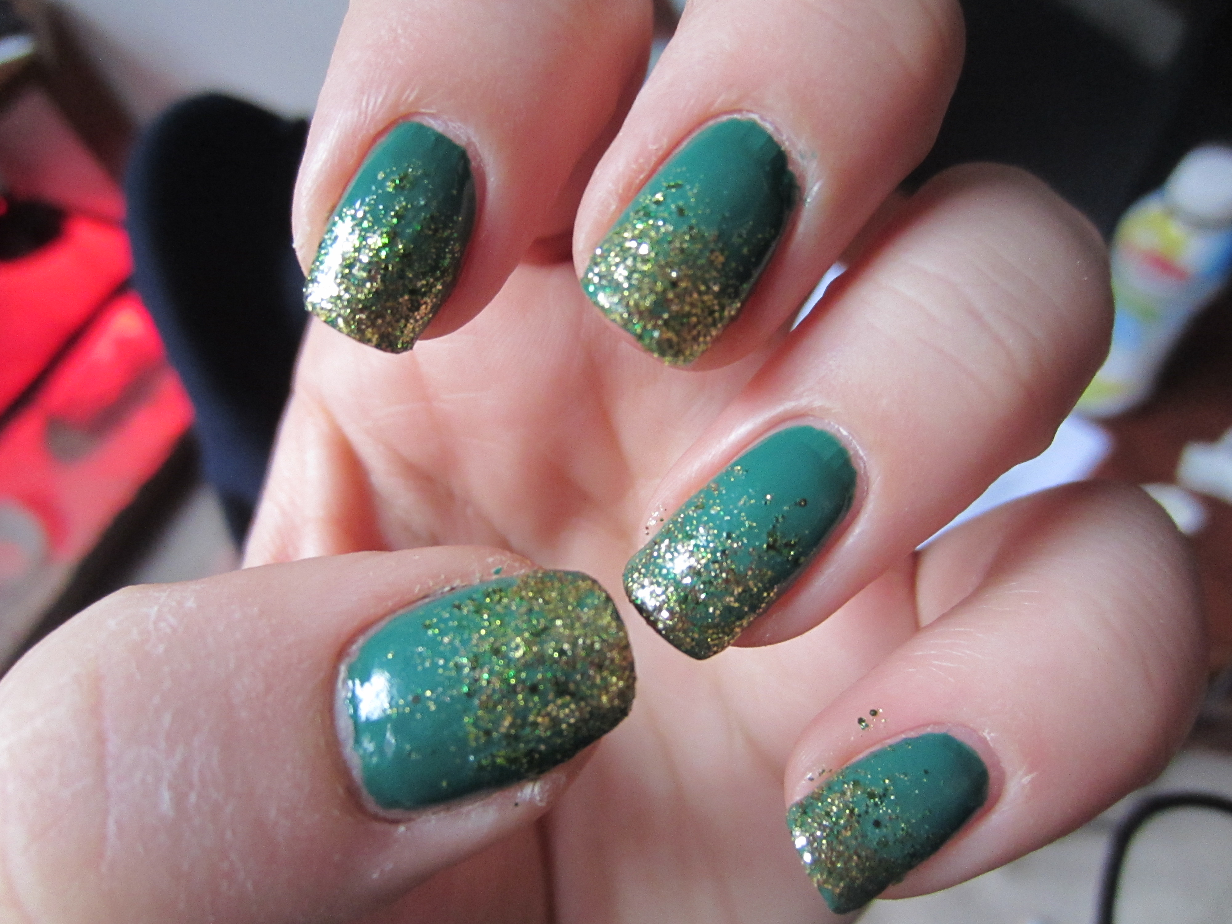 How To: Glitter Ombre Nails! | misshollyberries